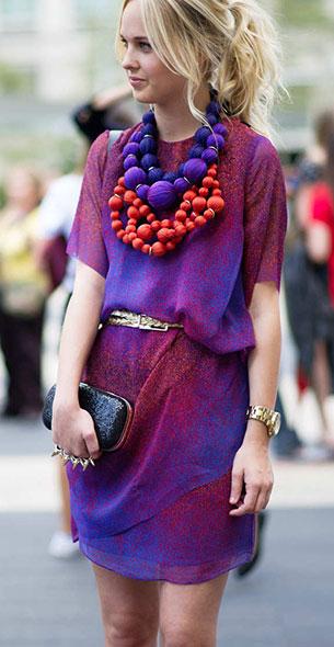 สร้อยคอขนาดใหญ่ สีน้ำเงินม่วงแดง Street Style New York Fashion Week