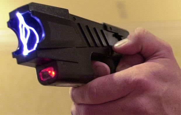 อุปกรณ์ป้องกันเหตุร้าย ปืนไฟฟ้า
