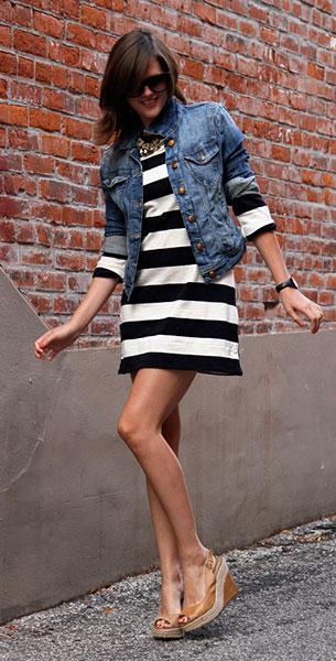 เดรสลายขวาง ขาวดำ J. Crew แจ๊คเก็ต Mavi รองเท้า Jessica Simpson แว่นตากันแดด Fred Flare สร้อยคอ Vintage