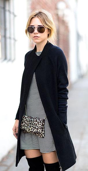 เสื้อผ้าลายขวาง ขาวดำ Reformation แจ๊คเก็ตสเว็ตเตอร์ Joie รองเท้าบู้ท Stuart Weitzman กระเป๋า Hipsters for Sisters