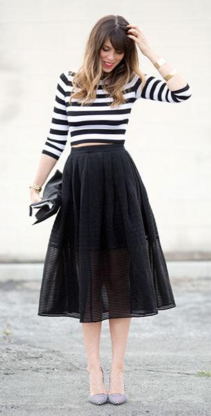 เสื้อลายขวาง ขาวดำ Bailey 44 กระโปรง Tibi รองเท้า Alice+olivia กระเป๋า Clare Vivier นาฬิกา Marc Jacobs