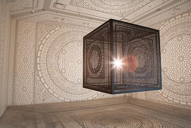Anila Quayyum Agha งานศิลปะจากเงาบนกำแพงและเพดาน