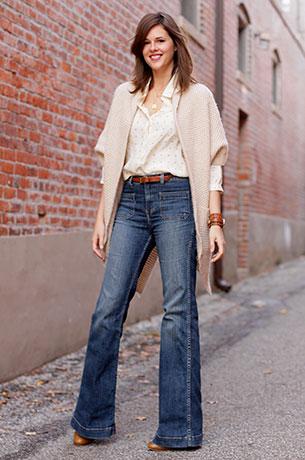 กางเกงยีนส์ขาบาน J. Brand สเว็ตเตอร์ Piace Boutique เสื้อ Emerson Made รองเท้าบู้ท L.L. Bean Signature สร้อยคอ Jess LC นาฬิกา Timex