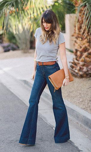 กางเกงยีนส์ขาบาน Marc Jacobs เสื้อยืดสีเทา Gap รองเท้า Dolce Vita กระเป๋า Clare Vivier กำไล Young + Frank