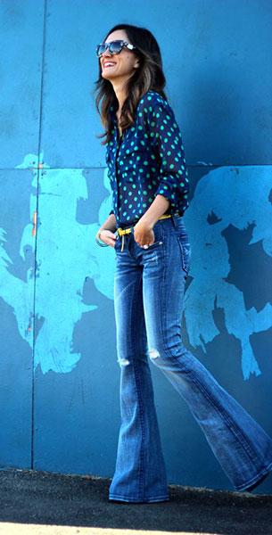 กางเกงยีนส์ขาบาน Vigoss เสื้อเชิ้ตสีน้ำเงินลายจุดเขียว Equipment รองเท้า Bottega Veneta แว่นตากันแดด Celine