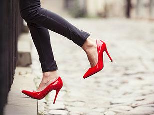 การใส่รองเท้าส้นสูงทำให้ผู้ชายสุภาพมากขึ้น