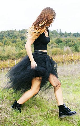 รองเท้าด๊อกเตอร์มาร์ติน เสื้อครอปสีดำ Tally Weijl กระโปรงสีดำ  Denny Rose