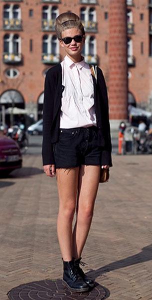 รองเท้า Dr. Martens เสื้อขาว Zara กางเกงดำ Annika Elfride