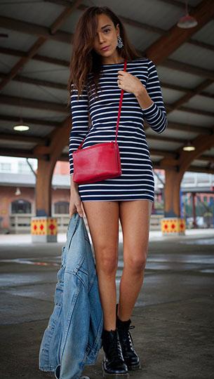 รองเท้า Dr. Martens แจ๊คเก็ตยีนส์  Vintage Levi's เดรส Abercrombie & Fitch กระเป๋า Céline ต่างหู Ring My Bell x BaubleBar