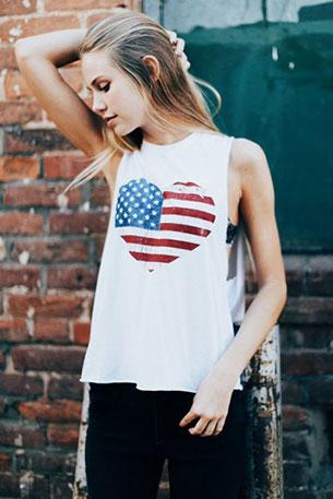 เสื้อกล้ามสีขาว Brandy Melville รูปหัวใจลายธงชาติอเมริกา