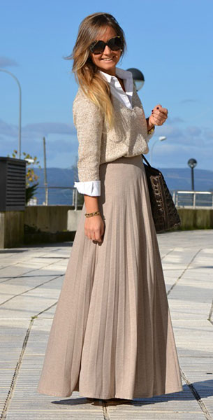 เสื้อเชิ้ตสีขาว Uterqüe กระโปรงสีเบจ Bershka สเว็ตเตอร์ Zara รองเท้าบู๊ท Natura กระเป๋า Carolina Herrera