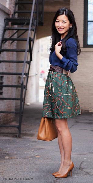 เสื้อเชิ้ตสีน้ำเงิน Ann Taylor กระโปรง DIY เสื้อคลุม H&M สีเขียวลายเส้น เข็มขัด J. Crew รองเท้า J. Crew