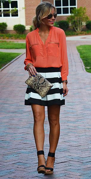 เสื้อเชิ้ตส้ม LuLu's กระโปรงลายขวางขาวดำ LuLu's รองเท้าส้นสูง Elaine Turner กระเป๋า Elaine Turner แว่นตากันแดด Ray Ban