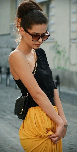 เสื้อเปิดไหล่ข้างเดียว สีดำ กระโปรงสีเหลือง Renata Adrienn Bajko