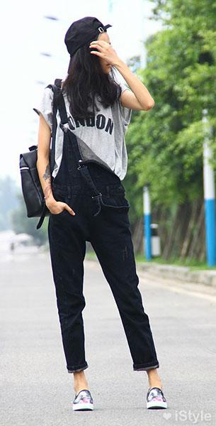 แฟชั่นสไตล์เกาหลี ชุดเอี่ยมยีนส์ สีดำ เสื้อสีเทา