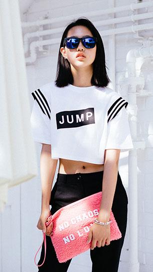 แฟชั่นสไตล์เกาหลี เสื้อขาวสกรีนดำ กางเกงสีดำ