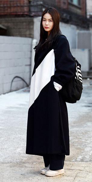 แฟชั่นสไตล์เกาหลี เสื้อคลุมยาวสีดำขาว