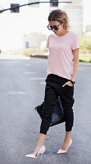 Jogging Pants สีดำ Mossimo เสื้อยืดสีชมพู Mossimo รองเท้า Kurt Geiger London กระเป๋า Celine แว่นตากันแดด Karen Walker