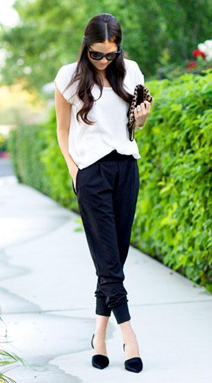 Jogging Pants สีดำ Wayf เสื้อสีขาว Joie รองเท้าส้นสูง Vince กระเป๋าลายเสือดาว Clare Vivier แว่นตากันแดด Prada