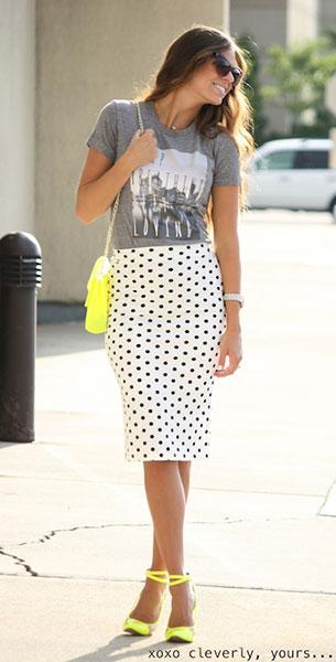 กระโปรง Polka Dot สีขาวจุดดำ Head Over Heels, เสื้อยืดสีเทา Mindy Mae's Market, รองเท้า C Label, กระเป๋า Urban Philosophy