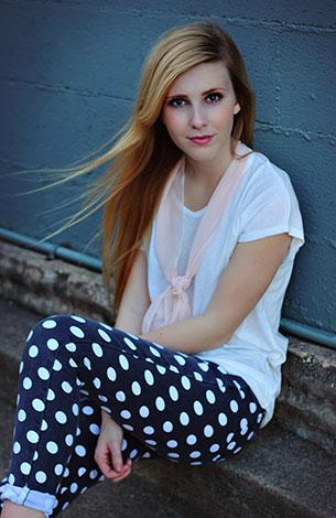 กางเกงยีนส์ Polka Dot สีดำจุดขาว NOWiSTYLE, เสื้อยืดสีขาว NOWiSTYLE, รองเท้าบู๊ท Forever 21