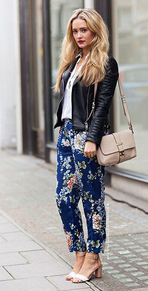 กางเกงลายดอกไม้ สีน้ำเงิน, เสื้อเชิ้ตสีขาว, แจ็คเก็ตหนัง, กระเป๋าสีเบจ