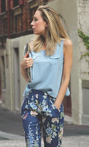 กางเกงลายดอกไม้ สีน้ำเงิน Zara, เสื้่อแขนกุดสีฟ้า Romwe, รองเท้าสีเงิน Zara, กระเป๋าซองจดหมายสีเงิน