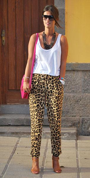 กางเกงลายเสือดาว Zara, เสือกล้าม สีขาว Zara, กระเป๋า Primark