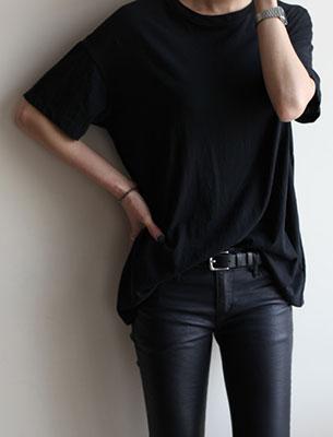 กางเกงหนัง เสื้อยืดดำ เข็มขัดดำ