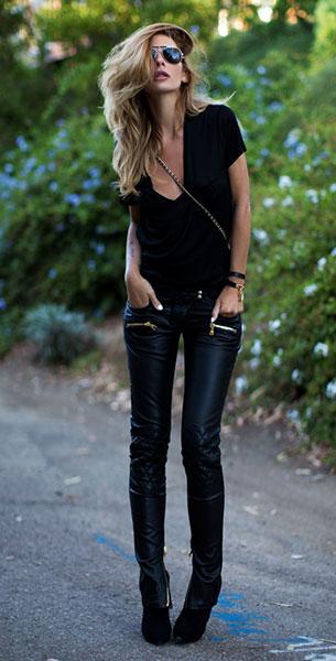 กางเกงหนัง Balmain เสื้อยืดดำ Saint Laurent รองเท้าบู๊ท Saint Laurent กระเป๋า Chanel นาฬิกา Hermes แว่นตากันแดด Balmain