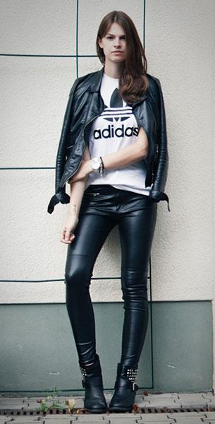 กางเกงหนัง H&M, เสื้อยืดขาว Adidas, แจ๊คเก็ตหนัง Steve Madden, รองเท้าหนัง Steve Madden