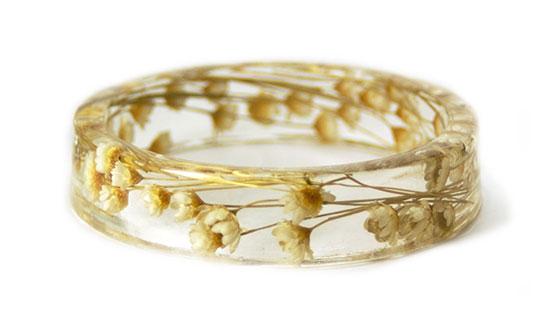 กำลไลเรซินดอกไม้สีขาวและน้ำตาลอ่อน