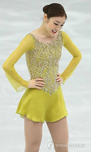 คิม ยูนา ชุดสีเหลือง