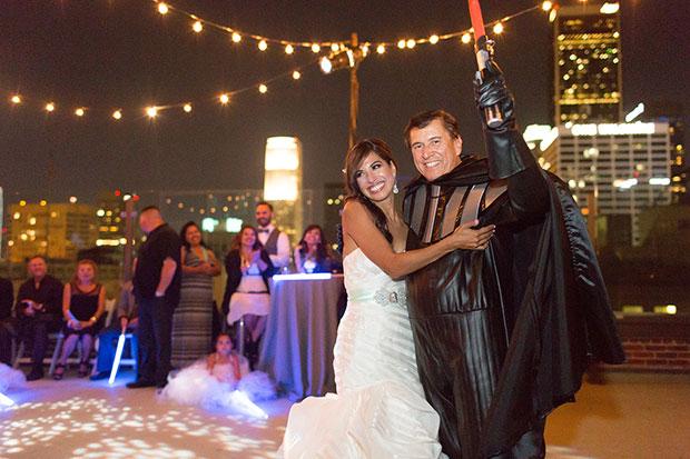 พ่อใส่ชุดดาร์ธ เวเดอร์ในงานแต่งงานธีมสตาร์วอร์ส