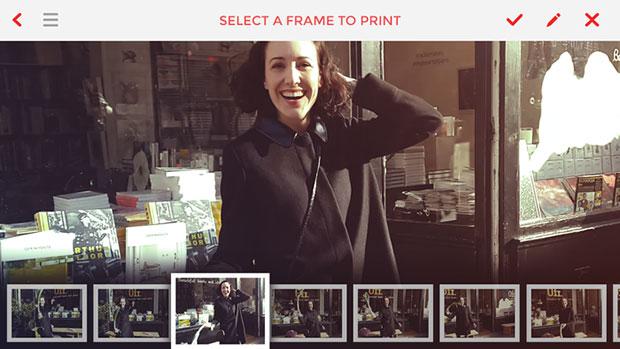 เคสมือถือที่เป็นกล้องโพลารอยด์ เลือกรูปที่ต้องการพิมพ์