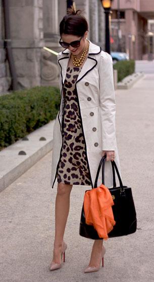 เดรส  Leopard Banana Republic, เสื้อโค้ท TJ MAXX, รองเท้า Christian Louboutin, กระเป๋า Tory Burch, ผ้าพันคอ TJ Maxx