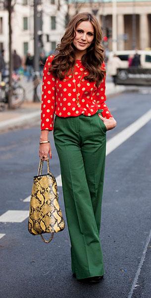 เสื้อผ้าลายจุด สีแดงจุดขาว กางเกงสีเขียว