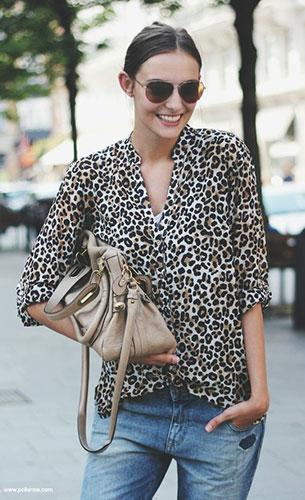 เสื้อลายเสือดาว H&M, กางเกงยีนส์  Zara, รองเท้า Sam Edelman, กระเป๋า Chloe, แว่นตากันแดด Michael Kors