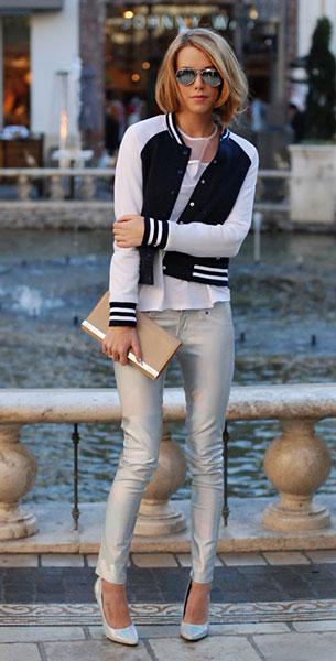 แจ็คเก็ตไฮสคูล สีดำแขนขาวขอบขาว BDG, เสื้อขาว Prabal Gurung, กางเกงโฮโลแกรม CAR MAR, รองเท้า Forever 21, กระเป๋า Aldo