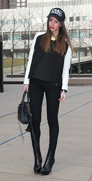 แจ็คเก็ตไฮสคูล สีดำแขนขาว, เสื้อสีดำ, กางเกงสีดำ