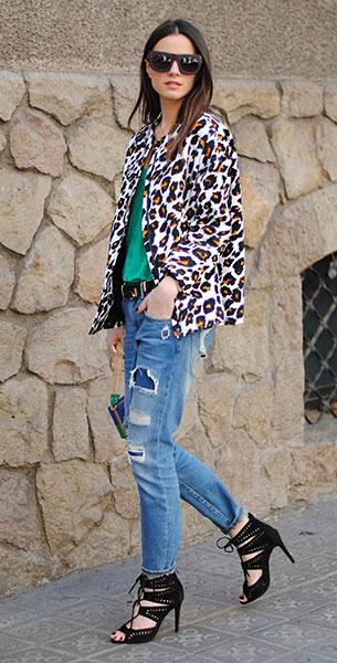 แจ๊คเก็ตลายเสือดาว H&M, เสื้อสีเขียว Uterque, กางเกงยีนส์ Zara, รองเท้า Zara, กระเป๋า Uterque, แว่นตากันแดด & Other Stories