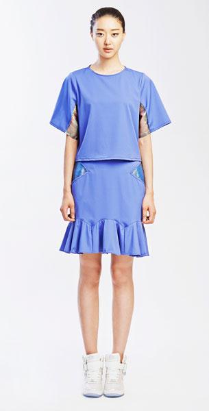 แฟชั่นสไตล์มินิมอล เสื้อ กระโปรง โฮโลแกรมสีน้ำเงิน