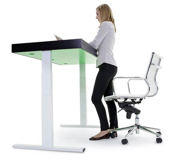 โต๊ะทำงานสำหรับนั่งหรือยืน