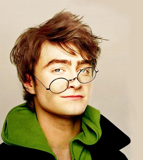ในถ่ายทำเรื่องแฮร์รี่ พอตเตอร์ทุกภาค แดเนียล แรดคลิฟฟ์ใช้แว่นตา 160 อัน
