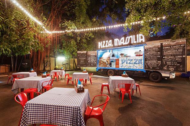 Pizza Massilia ร้านพิซซ่าบนรถบรรทุก