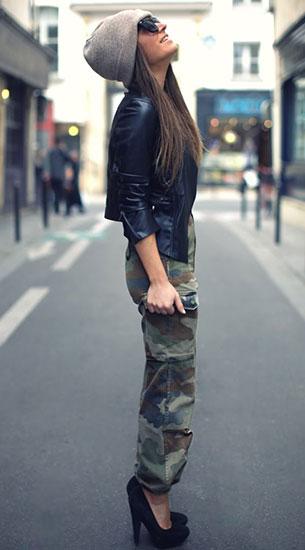 กางเกงลายทหาร Vintage, แจ็คเก็ตหนัง Goldie London, เสื้อเกาะอก สีดำ Zara, รองเท้าส้นสูง Asos, หมวกบีนนี่ Asos