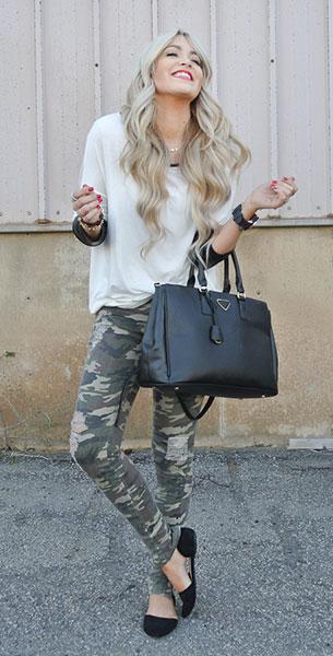 กางเกงลายทหาร  Windsor, เสื้อ Collide Boutique, รองเท้า Windsor, กระเป๋า Ily Couture, นาฬิกา Windsor