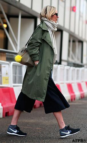 กางเกง Culottes สีดำ, เสื้อโค้ทสีเขียวทหาร, รองเท้า Nike