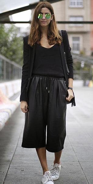 กางเกง Culottes สีดำ Zara, เสื้อสูทสีดำ Zara, เสื้อสีดำ Mango, รองเท้า Adidas, กระเป๋า Gucci, แว่นตากันแดด Ray Ban