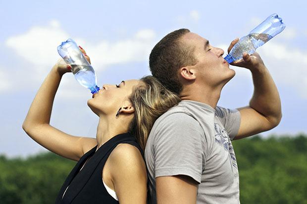 การดื่มน้ำให้เพียงพอในแต่ละวัน